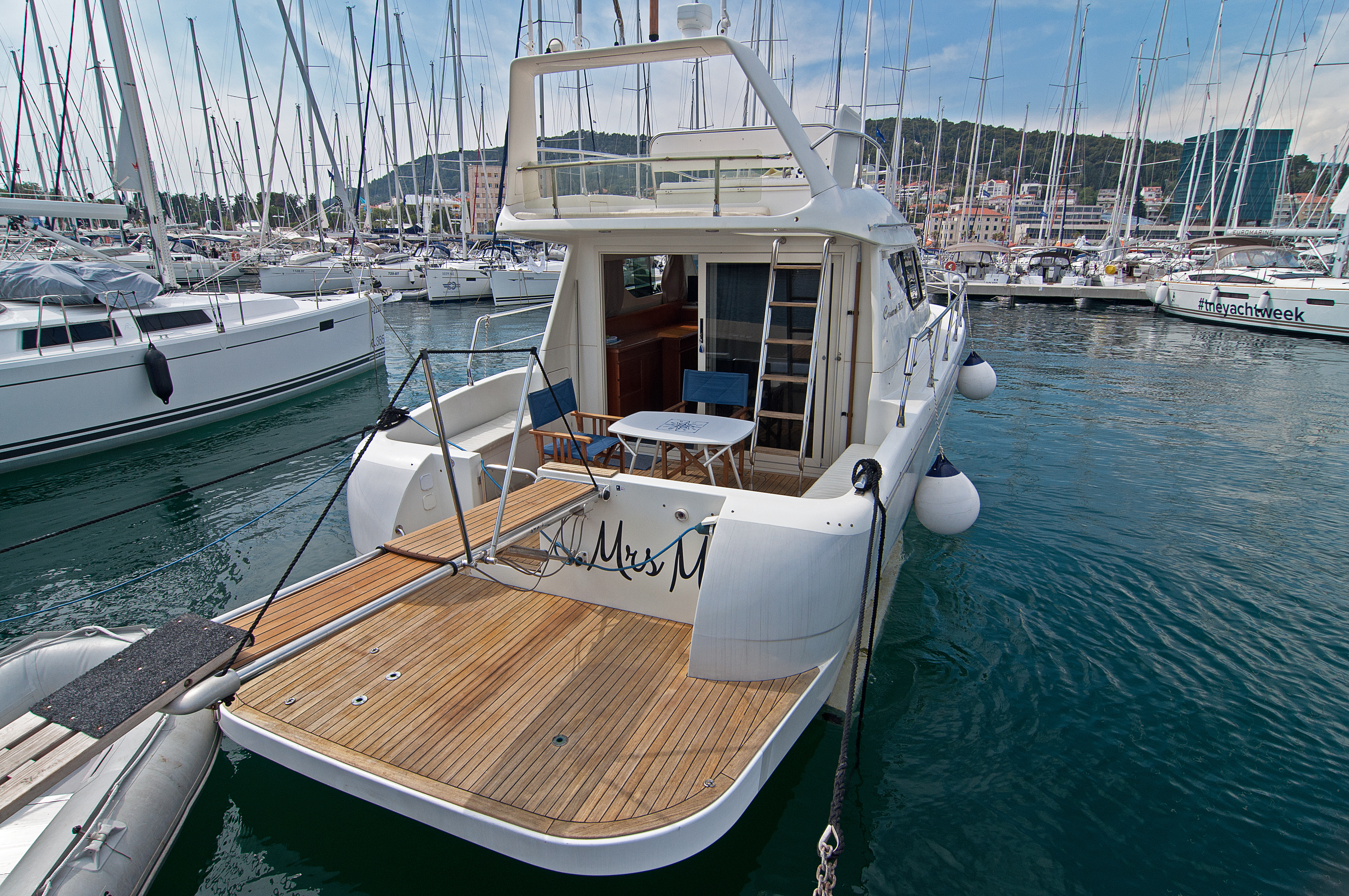 Carnevali 36 Fly- motor boat charter Croatia
